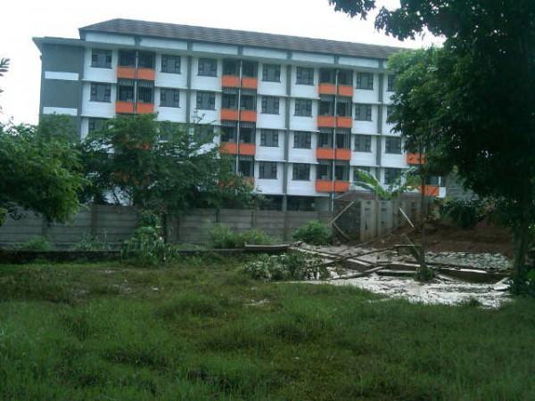 Proyek rusun Gardenia yang dianggap mengakibatkan banjir bagi warga setempat (dok. KM)
