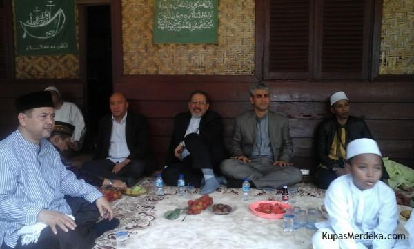Perayaan Maulid di Ponpes Yatim Ni'matul Jawahir dihadiri juga oleh rombongan diplomat dari Negara Iran (dok. KM)