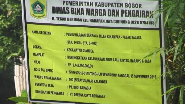 Plang proyek pengaspalan jalan di Cicadas yang menunjukkan biaya proyek tersebut. (DOK. km)