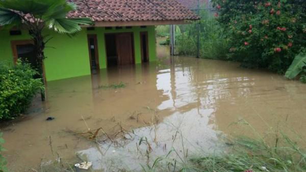 Rumah warga yang terendam banjir hingga sedalam 1m (dok. KM)