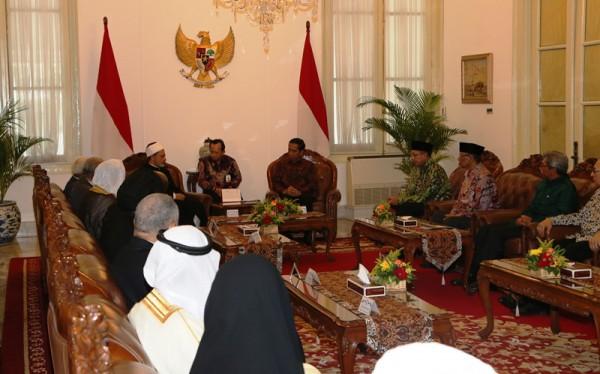 Presiden Joko Widodo beserta Menteri Agama Lukman Hakim Saifuddin menerima kunjungan rombongan Syekh Al Azhar Prof. Ahmed Al-Tayeb di Istana negara (dok. Kemenag)