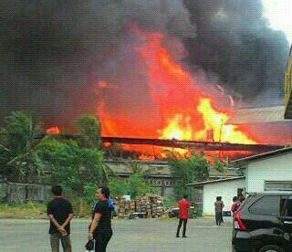 pabrik kayu kebakaran