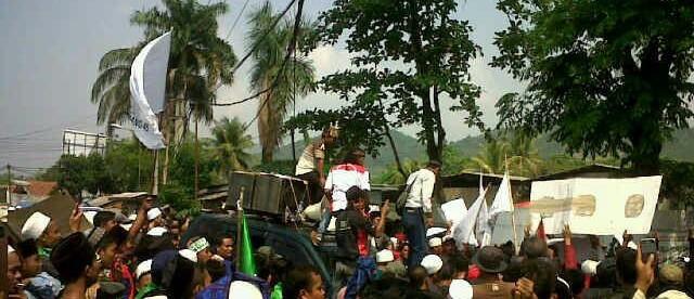Demo Warga Cikaniki yang menuntut PT. BAI atas pencemaran sungai.
