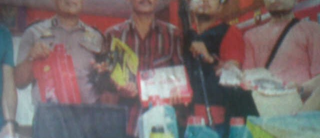 Gelar barang bukti dalam penangkapan dua pembobol ruko di Pontianak (dok. KM)