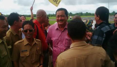 Sambutan yang diberikan masyarakat pendukung kepada Bupati terpilih Kapuas Hulu, AM Nasir (dok. KM)