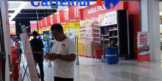 Carrefour CCM yang tengah menghadapi masalah karena menjual produk yang tidak layak konsumsi, yakni roti yang sudah kadaluarsa (dok. KM)