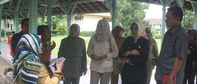 Anggota DPRD dari Fraksi PDIP pantau perawatan pasien DBD di RSUD Cibinong (dok. KM)