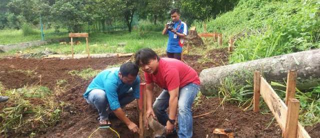 Peletakan batu pertama dalam pembangunan Kelompok Kerja Wartawan Dewan, Cibinong 17/2 (dok. KM)