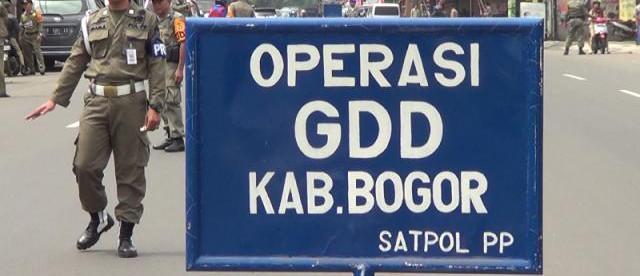 Razia Gerakan Disiplin Daerah oleh Satpol PP menjarin PNS yang keluyuran tanpa surat tugas pada jam kerja (dok. KM)