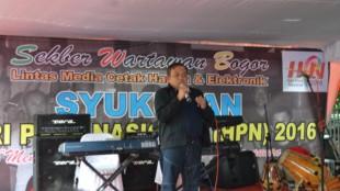 Ketua Umum Sekber Wartawan Bogor H. Danang memberikan Sambutan pada syukuran HPN Sekber Wartawan Bogor, Kamis 11/2 (dok. KM)
