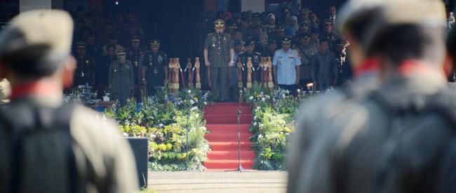 Gubernur Jawa Barat Ahmad Heryawan memimpin upacara pada peringatan HUT Satpol PP dan Satlinmas di Lapangan Tegar Beriman, Bogor Selasa 15/3 (dok. diskominfo)