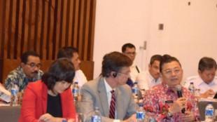 Gubernur Kalimantan Barat Cornelis memberikan paparannya pada pertemuan GCF, Minggu 13/3