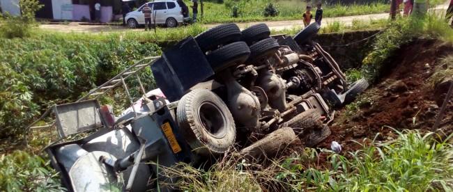 Truk terguling di Bojonggede akibatkan sopir alami luka-luka (dok. KM)