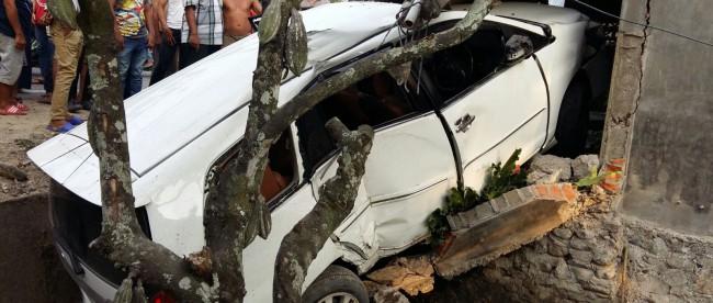 Kondisi mobil yang dikendarai Ustadz Alhabsyi setelah mengalami kecelakaan, 3/1. (dok. twitter @ustad_alhabsyi)