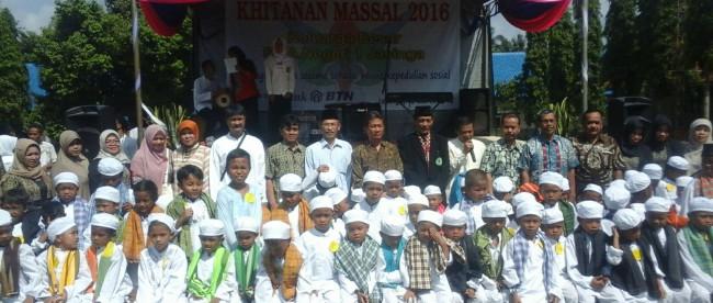 Khitanan massal yang diselenggarakan oleh SMAN 1 Jasinga, Kabupaten Bogor Sabtu 12/3 (dok. KM)