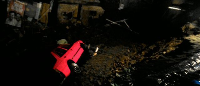 Dampak longsor di bilangan Lawang Gintung, Kota Bogor yang menyeret kendaraan warga dan menimbun 6 rumah. (dok. KM)