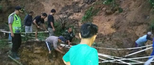 Bencana tanah longsor landa Desa Gunung Sari, Pamijahan Bogor, Sabtu 16/3 (dok. KM)