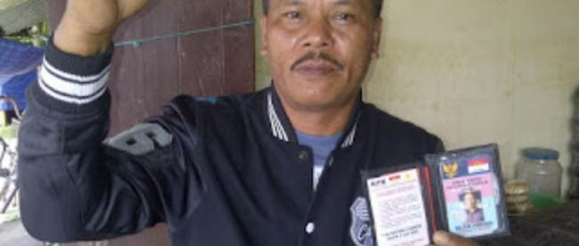 Anggota LSM LPPNRI Nelson Tambunan mengkritisi kelambanan Kejaksaan Negeri Putussibau dalam menangani kasus korupsi Daniel alias Ateng. (dok. KM)