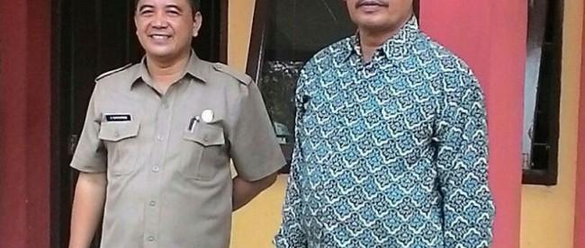Kepsek MAN Cijeruk E. Supriyatman dan Kapolsek Cijeruk-Cigombong Kompol Suhartono memantau berjalannya UN di MAN Cijeruk, Senin 4/4 (dok. KM)