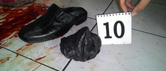 Polisi menyelidiki lokasi perampokan yang terjadi di Cigombong, Bogor Selasa malam 5/4 (dok. KM)