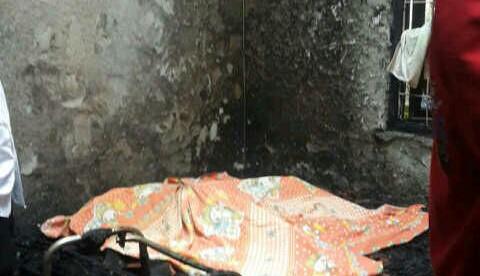 Jenazah nenek Sinur Purba (76) yang tewas setelah membakar dirinya sendiri di Jatisampurna, Bekasi 28/4 (dok. KM)