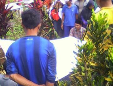 Pemakaman Wantoro, Pensiunan Polisi yang meninggal akibat luka bacokan oleh kawanan perampok (dok. KM)