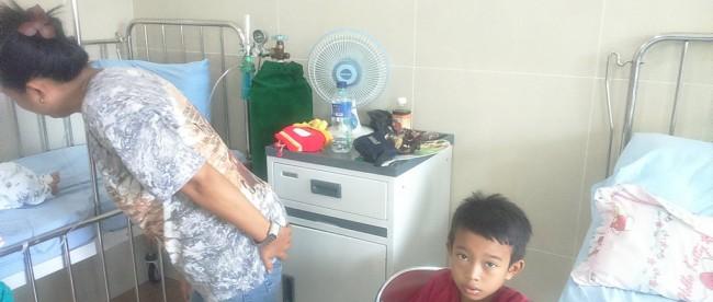 Kondisi ruangan rawat inap anak di RSU Pademnangan. Dengan AC rusak, sebagian pasien membawa kipas angin sendiri dari rumah. (dok. KM)