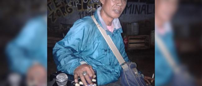 Asrin, seorang seniman tape karoke gendongan dari Bantargebang, Bekasi (dok. KM)