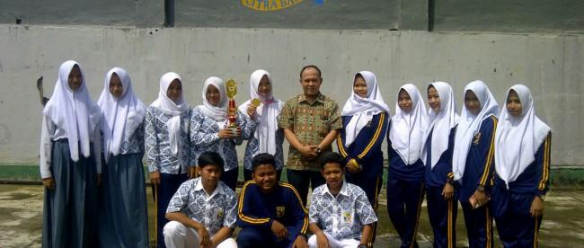 Para siswa-siswi SMK Citra Bangsa, Kemang, yang berhasil menjuarai turnamen pencak silat tingkat propinsi (dok. KM)