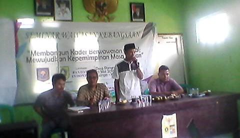 Mad Soleh, Kades Pangradin memberikan sambutan dalam acara seminar wawasan kebangsaan, Minggu 22/5 (dok. KM)
