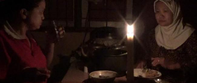 Warga di beberapa kecamatan di kabupaten Kapuas Hulu mengalami mati lampu sejak seminggu yang lalu (dok. KM)