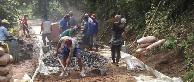 Pembangunan jalan desa di Desa Cibitung Wetan, Pamijahan (dok. KM)
