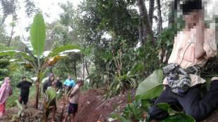Warga menemukan sesosok pria tua tewas gantung diri di desa palasari, Kab. Bogor (dok. KM)