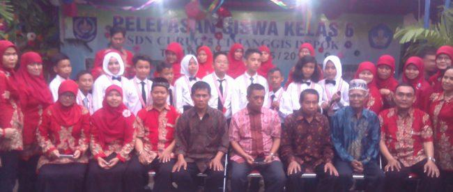 Jajaran guru SDN 5 Curug, Cimanggis pada acara pelepasan siswa lulusan kelas 6 (dok. KM)