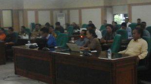 Anggota WALHI Jawa Barat saat menghadiri Raker Komisi I dan III DPRD Bogor terkait kajiannya dalam kasus proyek PLTM milik PT. JDG, Senin 1/8 (dok. KM)