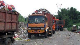 Truk sampah di TPA Galuga, Bogor (stock)