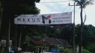 Spanduk iklan produk rokok di ruas jalan kecamatan Cibinong (dok. Irfan/KM)