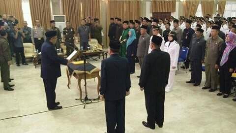 Bupati Sukabumi Drs. H. Marwan Hamami saat Melantik Pejabat Eselon II, III dan IV di Lingkungan Pemerintah Kabupaten Sukabumi (dok. KM)