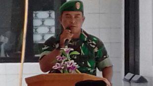 Babinsa Tapos, Kecamatan Cimanggis, Sertu Nawi saat memberikan sosialisasi tentang bahaya narkoba, Rabu 12/7 (dok. KM)