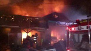 Kebakaran rumah warga di Garut Kota, Selasa malam 12/9 (dok. KM)