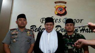 Kapolres Bogor bersama Dandim 0621 dan Ketua MUI Kabupaten Bogor memberikan klarifikasi terkait kejadian viral di akun media sosial mengenai video dan foto, Minggu 11/2 (dok. KM)