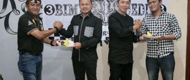 Pasangan Nomor Urut 3 di bursa Pilkada Kota Bogor 2018 Bima Arya - Dedie Rachim (BADRA) Bersama Ki Wulung saat deklarasi Posko ABADI, Rabu 28/2 (dok. KM)