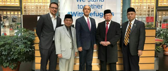 Ketua Fraksi PKS Jazuli Juwaini didampingi Majelis Syuro PKS Salim Segaf dan Duta Besar Indonesia untuk PBB foto bersama di Jenewa, Swiss, Kamis 15/3 (dok. KM)
