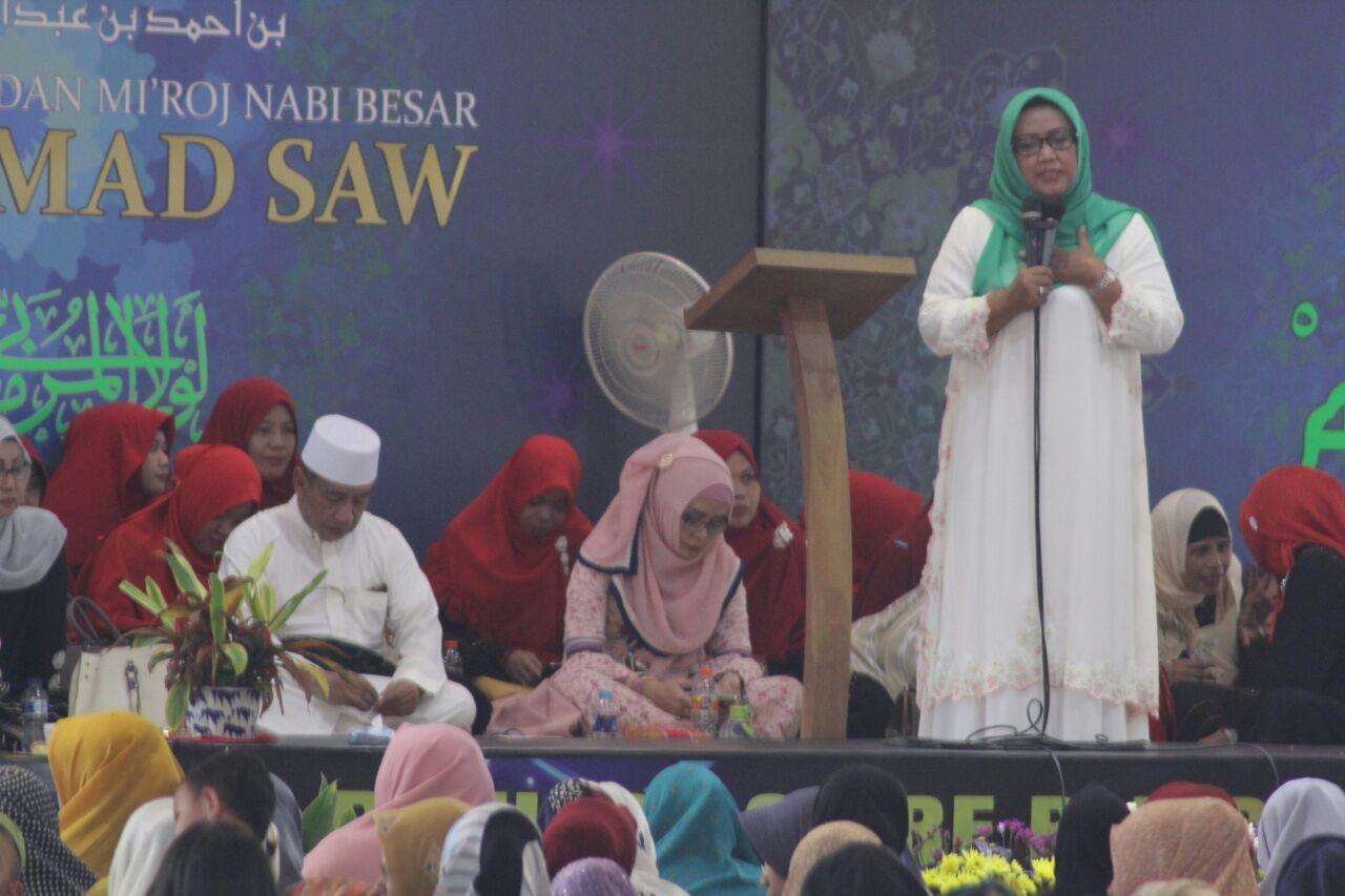 Calon Bupati Bogor Ade Yasin saat menghadiri acara peringatan Isra Mi'raj di Majlis Habib Alwi Assegaf, Senin 23/4 (dok. KM)