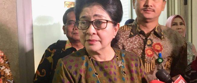 Menteri Kesehatan dr. Nila F. Moeloek Sp.M. memberikan keterangan usai RDP dengan Komisi IX DPR RI, Kamis 5/4 (dok. KM)