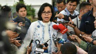 Menkeu menjawab pertanyaan wartawan usai Sidang Kabinet Paripurna di Istana Negara, Jakarta, Senin (9/4) sore.