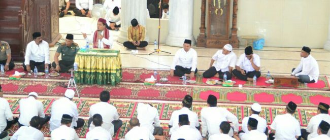 Tgk H. Awalul Zikri Lc. MA sedang menyampaikan cerah memperingati Isra' Mi'raj Nabi Muhammad SAW 143H di Mesid Agung Darussalihin, Aceh Timur, Rabu 18/4/2018 (dok. KM)