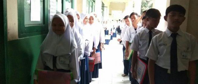 Siswa SMPIT Busyro Al Karim bersiap untuk mengikuti UNKP (dok. KM)