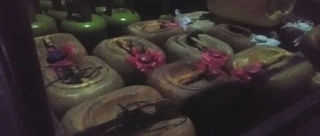 Muatan jerigen yang diisi oleh seorang pelanggan SPBU di Desa Tanah Terban, Kecamatan Karang Baru, Aceh Tamiang (dok. KM)