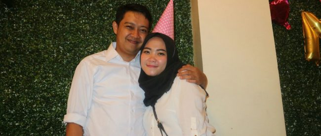 Yulianti, pengusaha supplier sandal yang sukses bersama suaminya (Dok. KM)